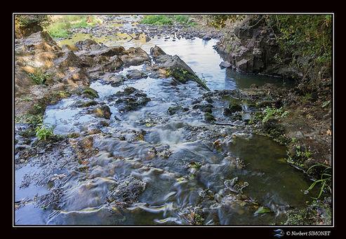 Etang_de_Néal_chute_d'eau_haute_bis_Pays
