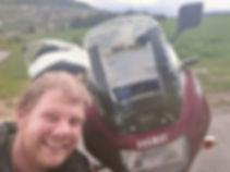 Loïc et sa moto après réparation.jpg