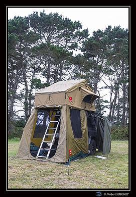 Defender 90 et tente Swissking entrée- Cadre Portrait - Plouguerneau août 2021.jpg