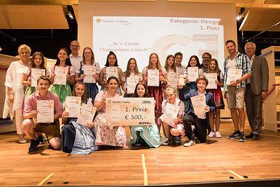 """Die Klasse 3c der NMS Hopfgarten siegte mit ihrer """"Coole Champions Couch"""" in der Kategorie """"Design""""."""
