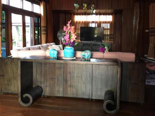Decor_Entrance Table.jpg