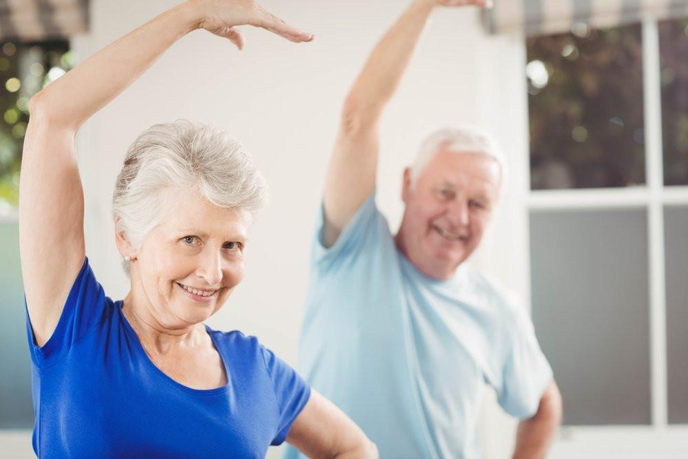 Elderly_couple_exercising.jpg.pagespeed.ic.GAddEMxgGW