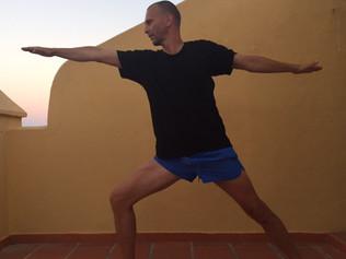 Mannar seg opp til yoga