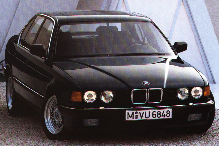 BMW E32 7 Series (1986)
