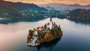 autumn-view-on-bled-lake-bled-slovenia-e