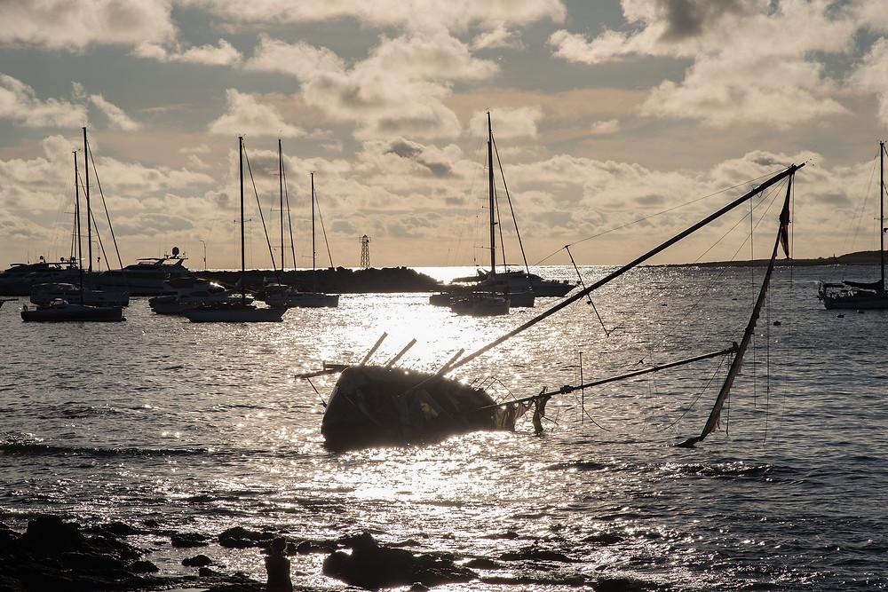 Огромная территория городского морского порта является туристической зоной – здесь нет огромных транспортных терминалов . Тут расположены отели, яхт-клубы, прибрежные ресторанчики и благоустроенная набережная.