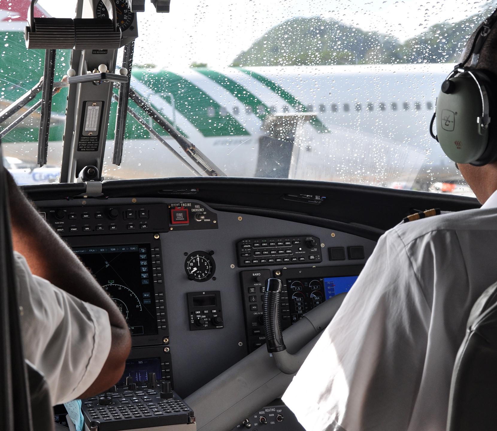 Между пилотами и пассажирами нет преград.