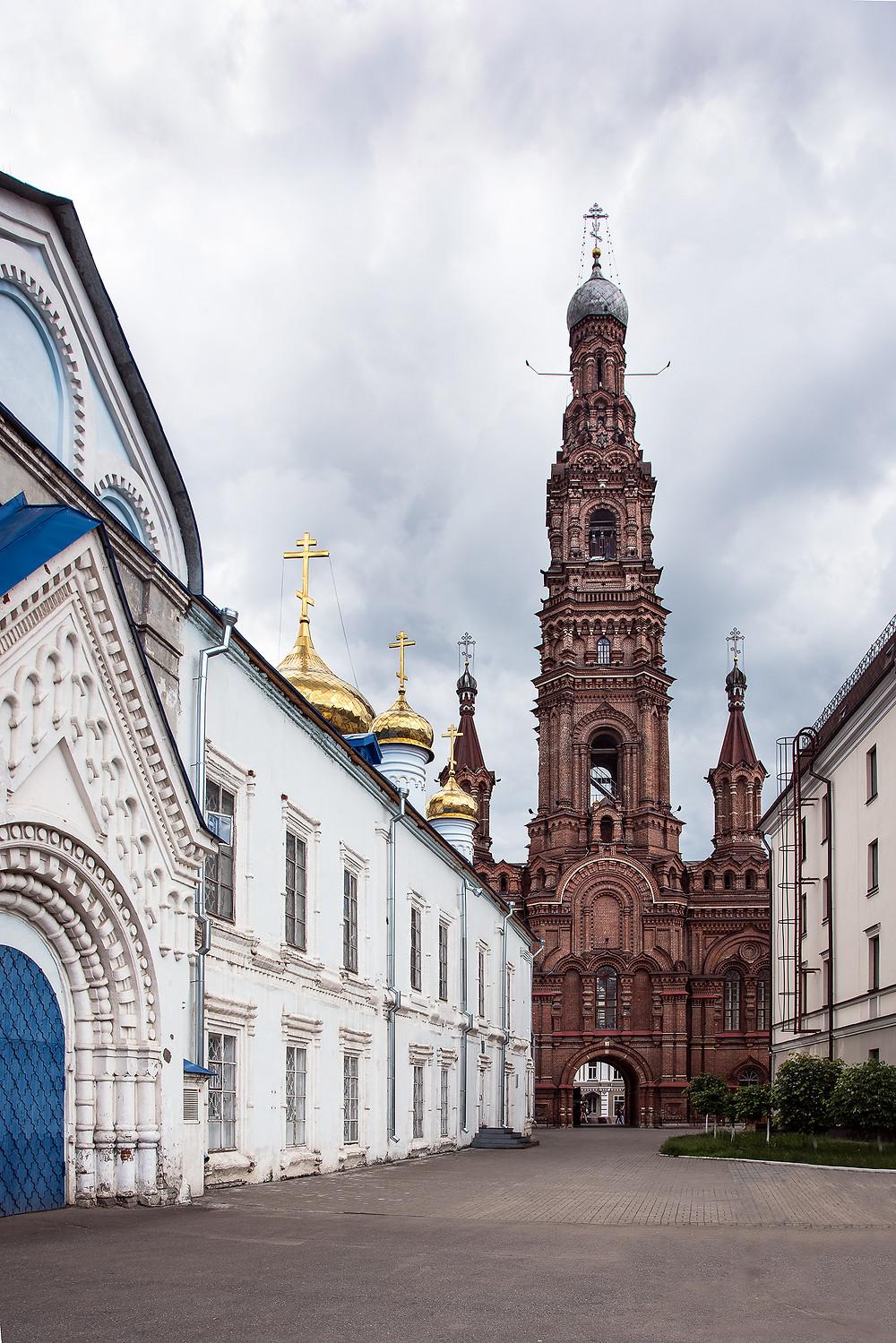 Богоявленский собор и колокольня. Вид с внутреннего двора