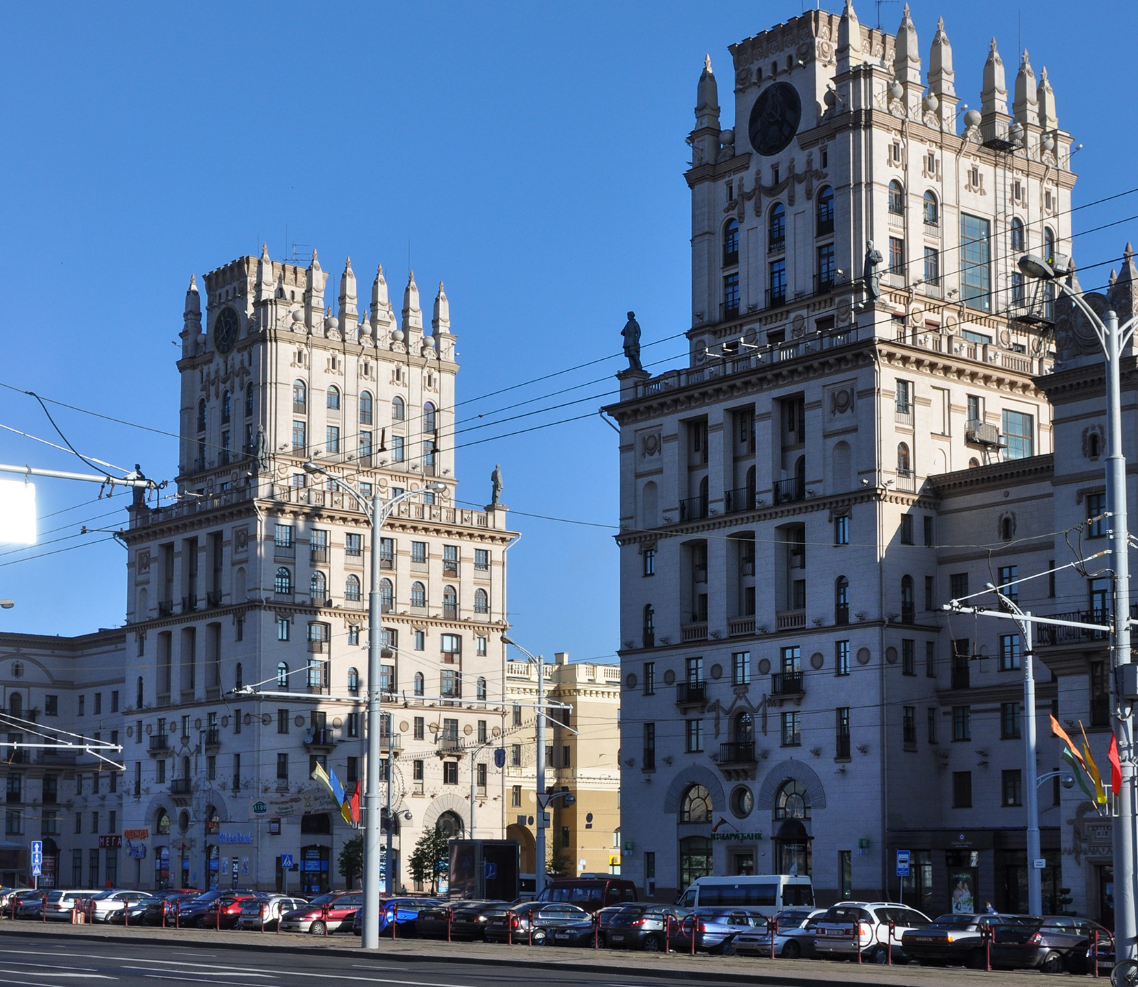 Символ Минска башни-ворота на привокзальной площади