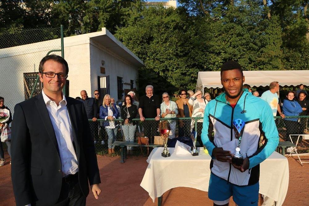 Au côté de Johan Sebastien Tatlot, finaliste, à qui j'ai eu le plaisir de remettre un trophée.
