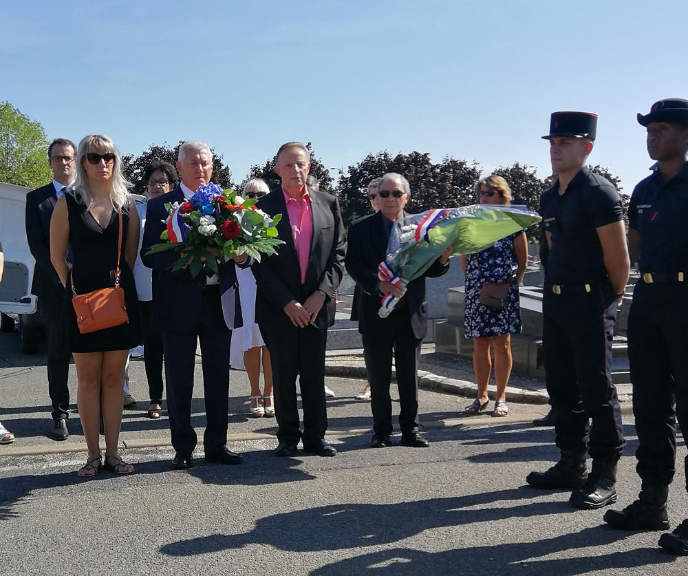 Nous nous sommes ensuite recueillis au cimetière communal de Thiais devant le monument dressé en mémoire des policiers morts pour la France le 21 août 1944.