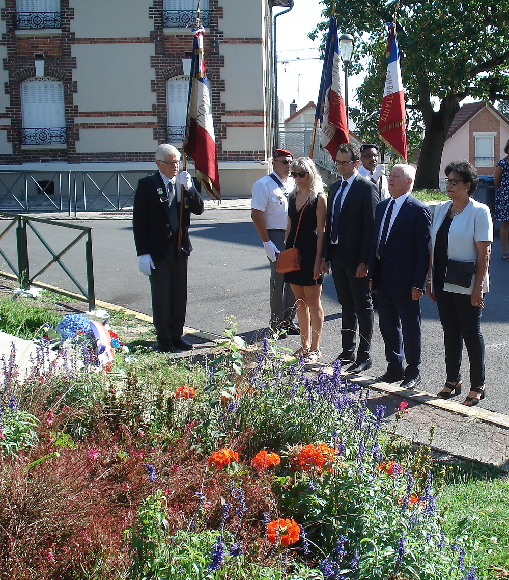 Une gerbe a été déposée devant la stèle du Général Leclerc dont la 2ème Division Blindée fut la première unité alliée à entrer dans Paris.