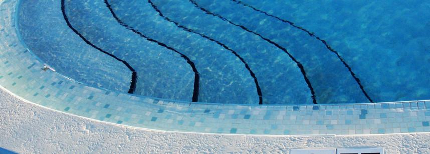 定制設計的游泳池