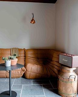 salon suspension cuivre canape cuir cognac enceinte marshall agence dekode deco interieur nantes