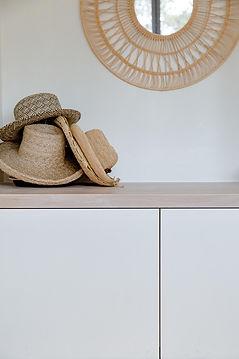 chapeau de paille sur meuble bas moderne agence dekode deco interieur nantes
