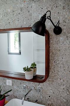 salle de bain mur marbre et miroir agence dekode deco interieur nantes