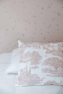 oreiller toile de jouy rose pale agence dekode deco interieur nantes