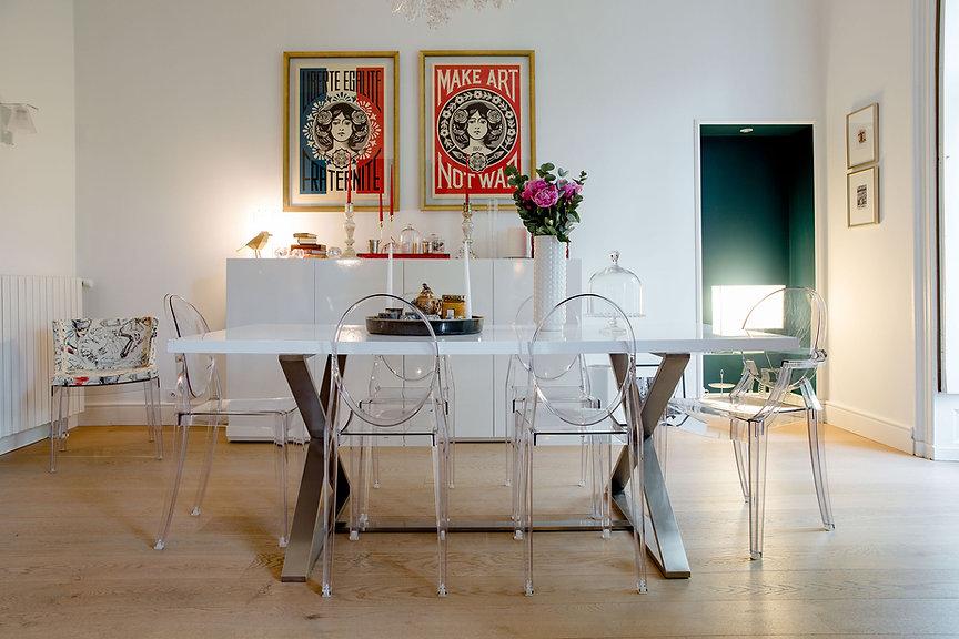 salle à manger décoration moderne à nantes chaises transparentes décoration moderne et lumineuse agence dékodé décoration d'intérieur à nantes