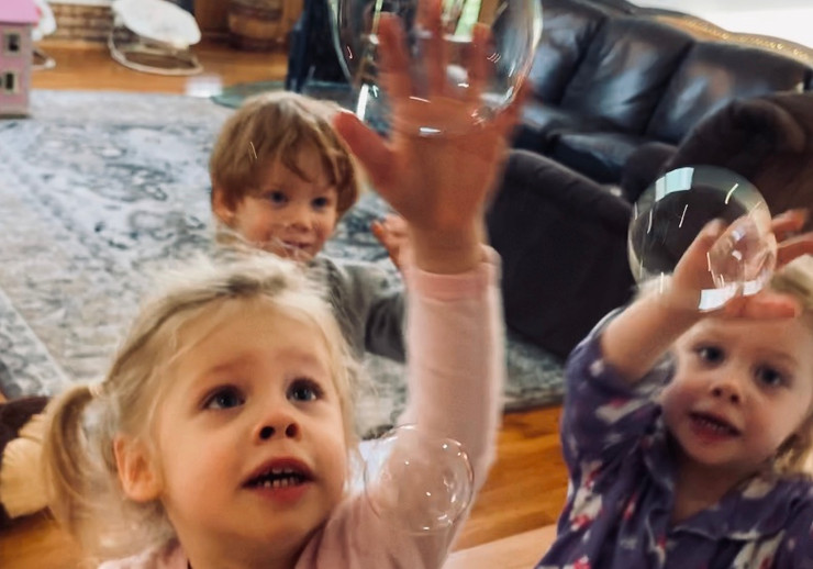 Maureen's triplets playing with bubbles after recovering from Covid-19.