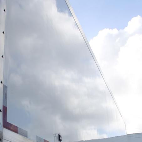 Caminhão baú: 4 benefícios do acabamento externo em fibra de vidro