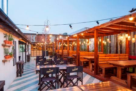 patio mesas al exterior deck