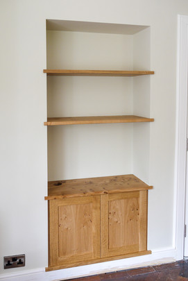 Alcove with cabinet and shelves