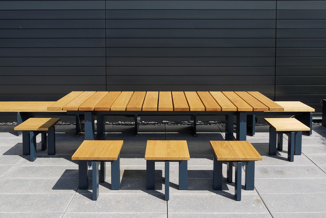 External table and seating