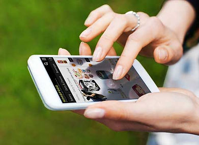 Mobile-Hand-Food-500px-476836836.jpg
