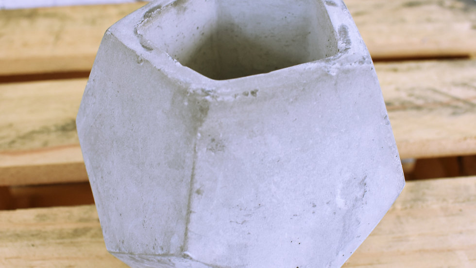 Concrete Hex Vase- 3 day hire