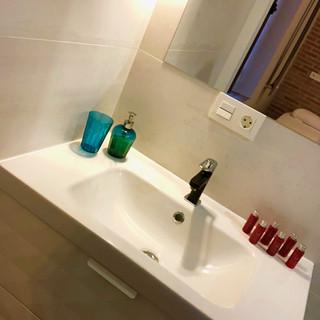Baño 1 / Bathroom 1