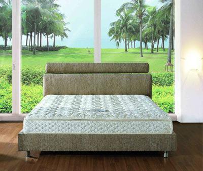 מיטה מרופדת דגם לונה במזרונים חדרה