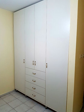 ארון 3 דלתות 180 עם 4 מגירות ובמה עם רגלים