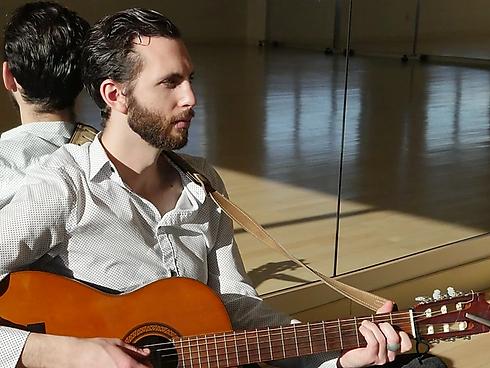 Mark Lipman guitar.webp