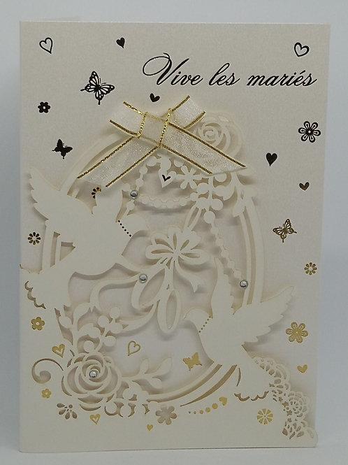 Carte de mariage avec colombes et fleurs