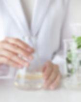 scientist-makes-alternative-herb-medicin
