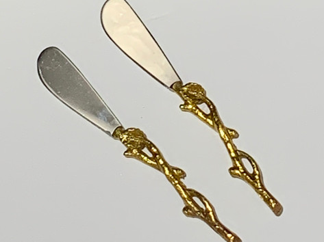Gold vine spreaders