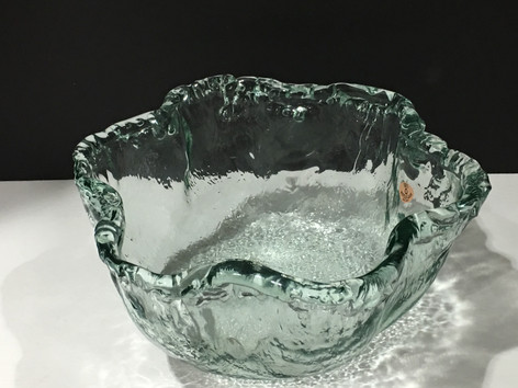 Glass wavy bowl