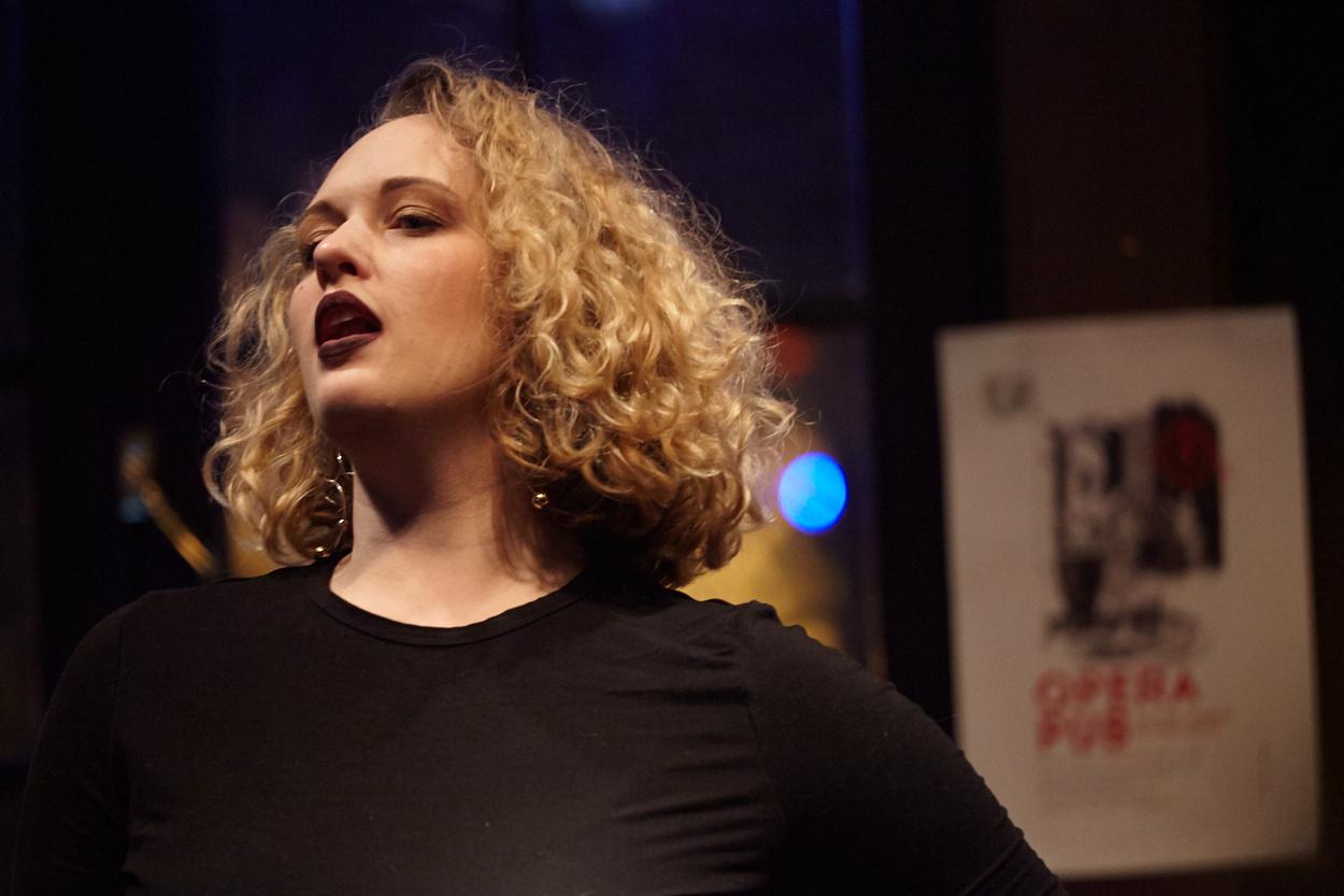 Danika Loren, soprano