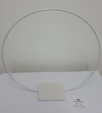 Single hoop table centre piece
