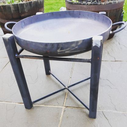 Bespoke fire pit with handles