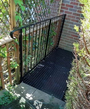Metal railing and landing platform. _