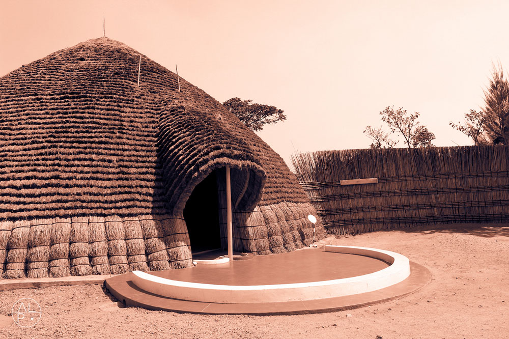 Rwanda_Kings_Hut_(submitted_by_Larsen_Payá)1.jpg