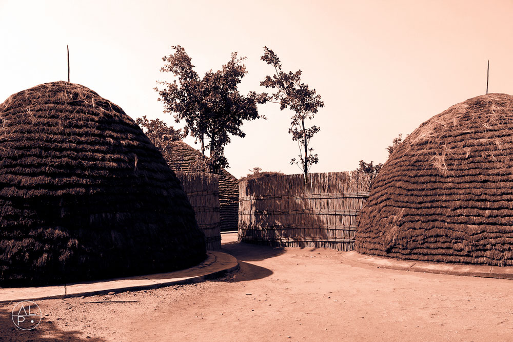 Rwanda_Kings_Hut_compound_(submitted_by_Larsen_Payá)4.jpg