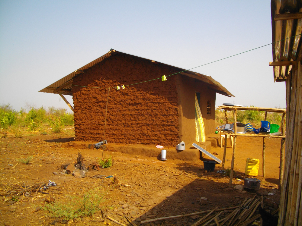 South Sudan home constructed with mud walls (submitted by Fernando Nestor Murill