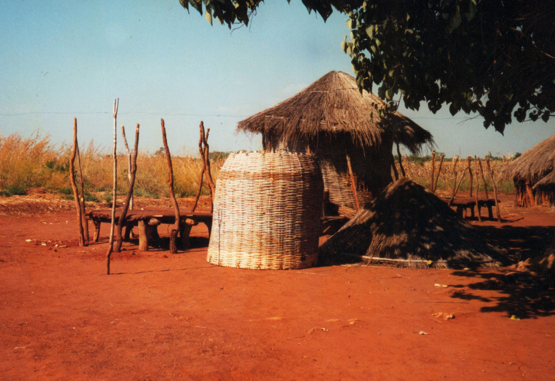 Zambia granary being constructed.jpg