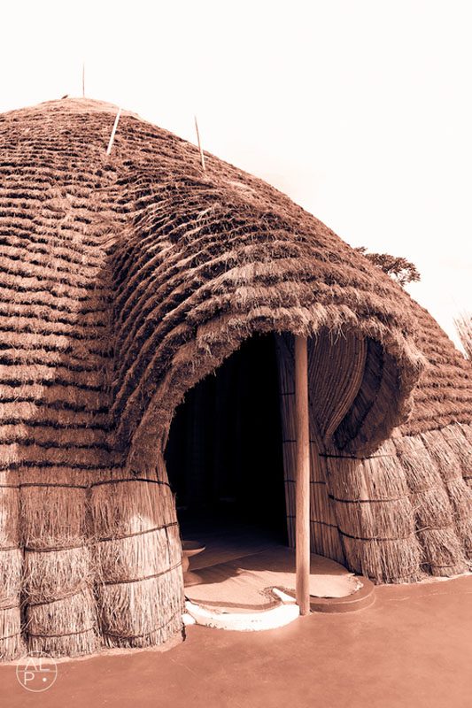 Rwanda_Kings_Hut__(submitted_by_Larsen_Payá)5.jpg