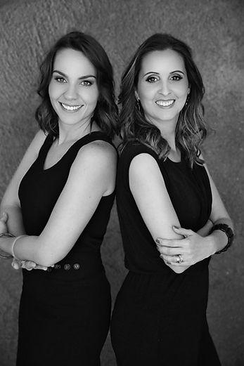 Foto das arquitetas Camila Simbalista e Paula Wetzel do Studio 021 Arquitetura