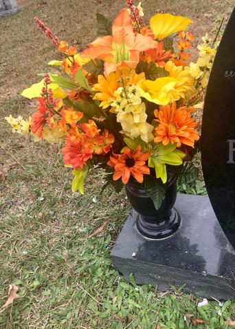 Grave Arrangement S15