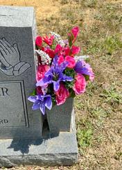 Grave Arrangement S46