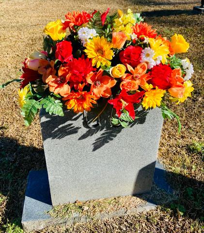 Grave Arrangement S33